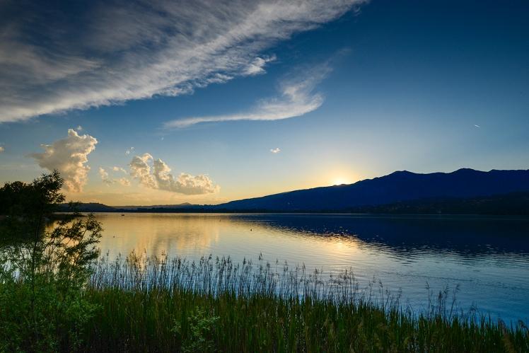 blu-hour-tramonto-lago-di-pusiano
